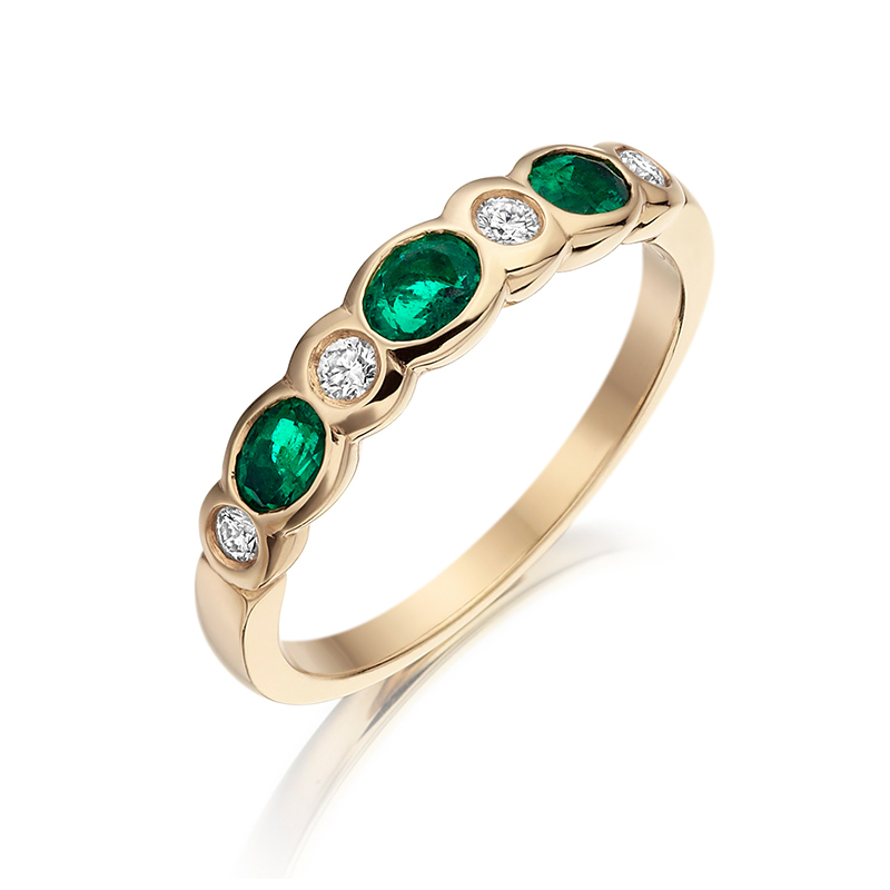 18ct Gold Oval Emerald & Round brilliant Diamond Ring